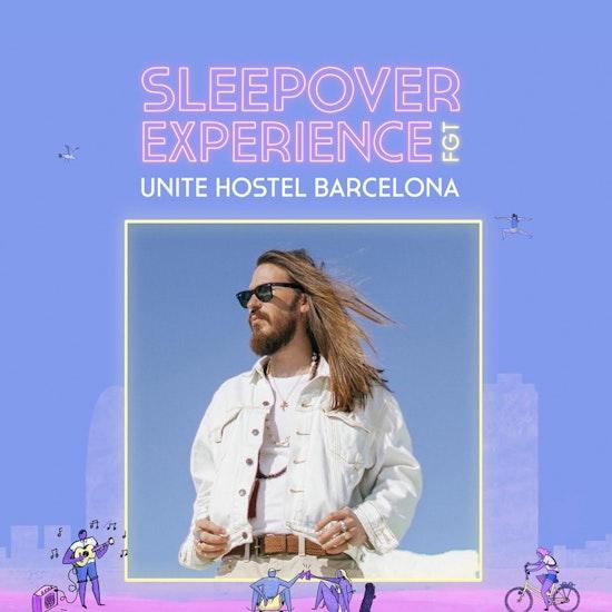 Alojamiento y 2 conciertos de Carlos Sadness con Sleepover Experience