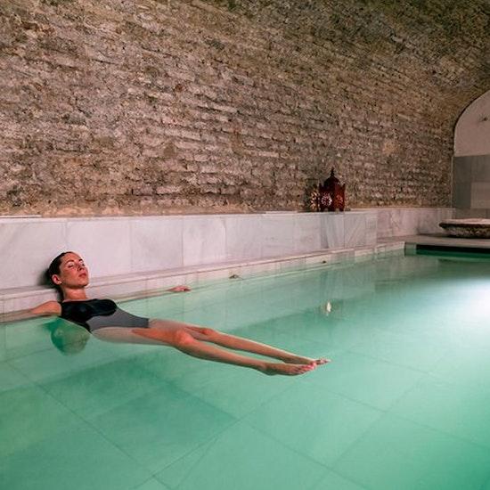 Relájate sin esperas en AIRE Ancient Baths Sevilla