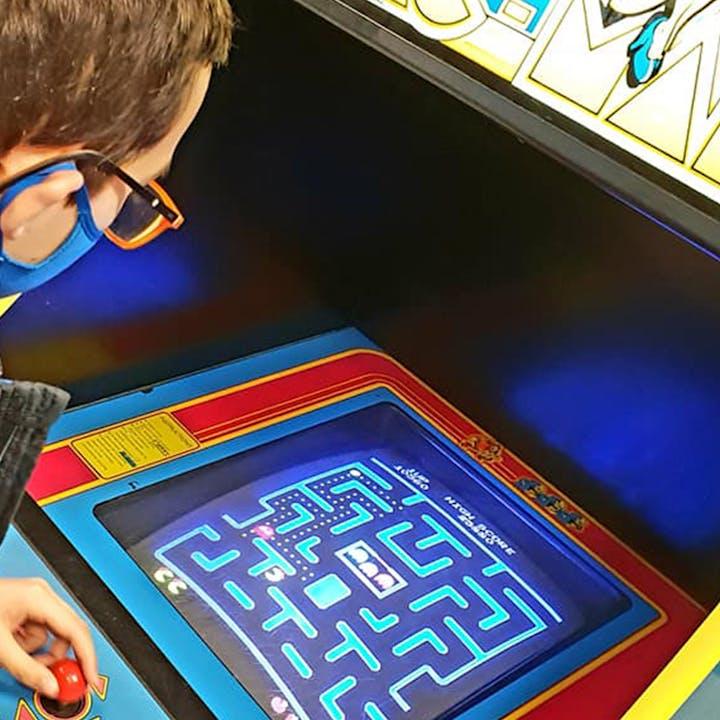 Pixel Museum : Joue à des jeux vidéo sur 50 consoles !