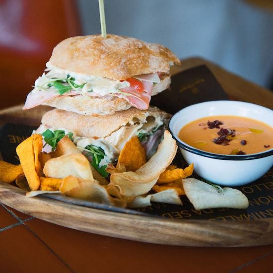 BDJ: sándwich gourmet con salmorejo