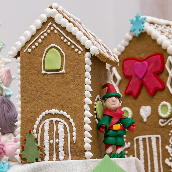 Gingerbread House Decorating & Winter Warmer Drink at the Wizard Exploratorium