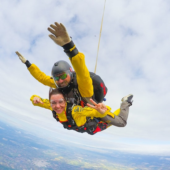 Salta en paracaídas desde 4600 metros con Skydive Sevilla