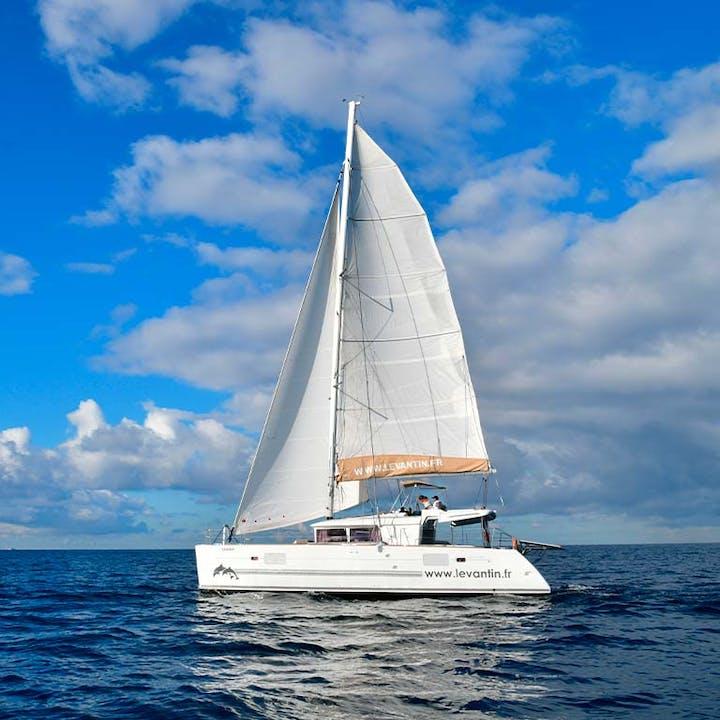 Brunch sur la Méditerranée à bord d'un catamaran