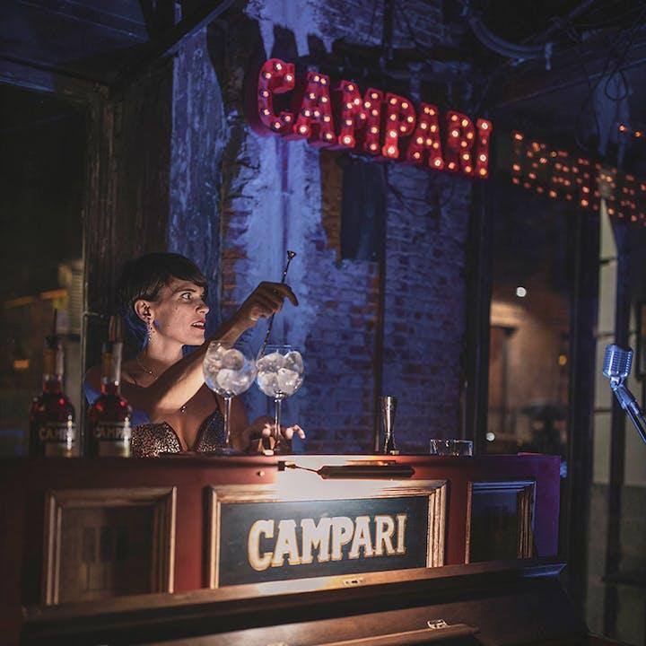 Live Jukebox + 1 copa de Campari & Tonic en PAX 49