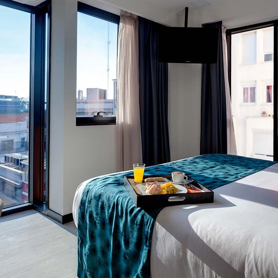 Hotel Índigo 4*: noche en habitación exclusiva con comida, piscina y más para 2