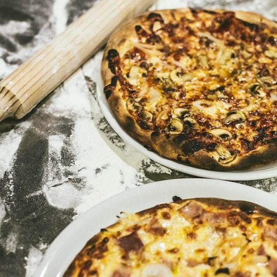 ¡Pizza con bebida y entrante en Moncloa!