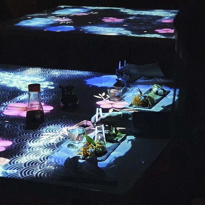 Digital Bistro Japan: cena con espectáculo digital en Terraza Wagyu