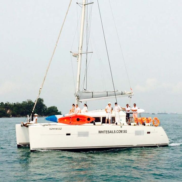 4 Hour Private Yacht Charter to Lazarus Island