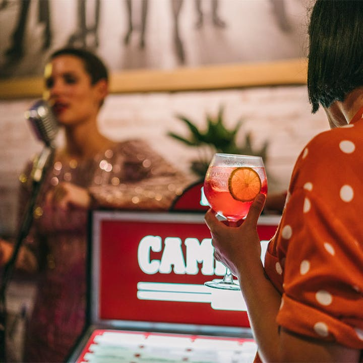 Live Jukebox + 1 copa de Campari & Tonic en Palomita