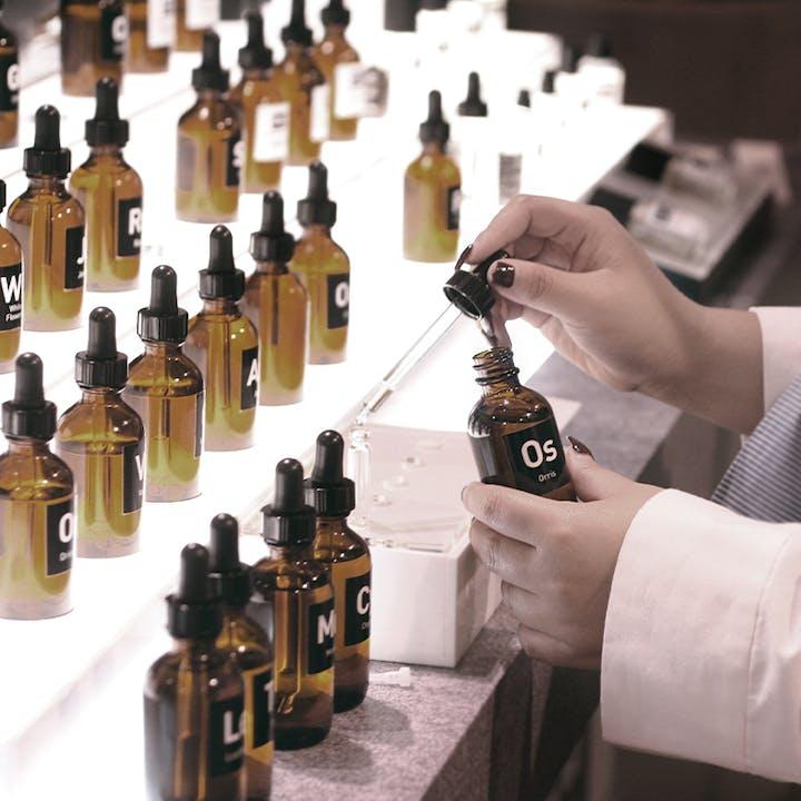 Unique Fragrance Crafting Workshop by Oo La Lab
