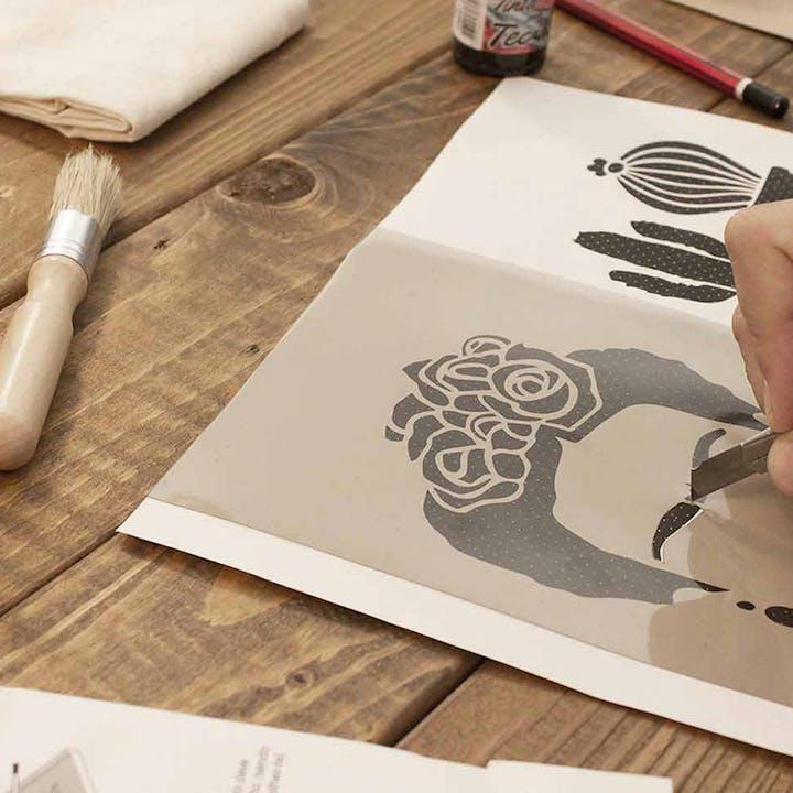 Aprende a fazer stencil com esta Workshop Box