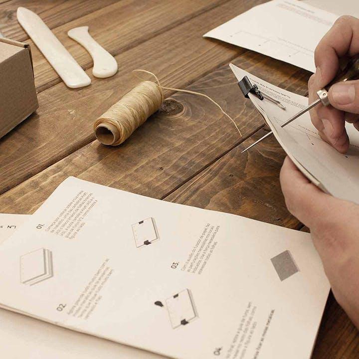 Aprende a arte da encadernação com esta Workshop Box
