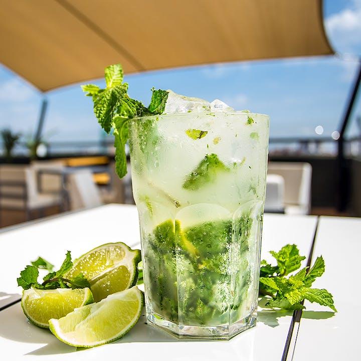 Highview Rooftop Bar: cocktails e petiscos com vista 360º