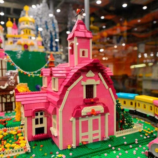 Exposición de modelos construidos con piezas Lego®