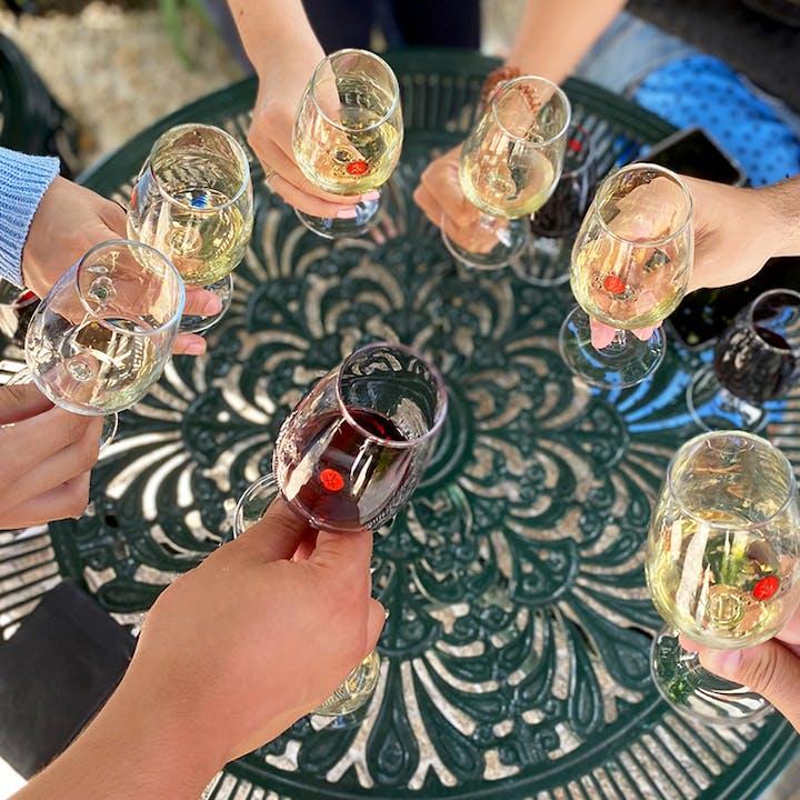 Tour de vinhos pelo Porto com visita a cave e provas incluídas