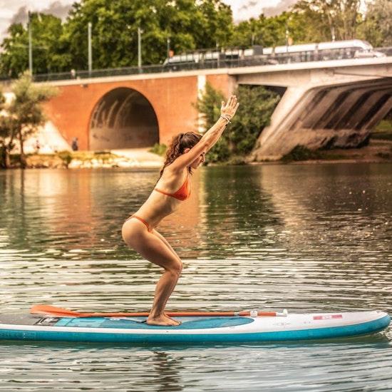 Cours de Paddle Yoga sur la Garonne avec CaroPlénitude