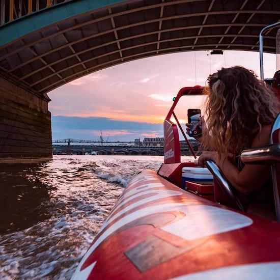 Thames Lates Speedboat & Seasonal Beverage