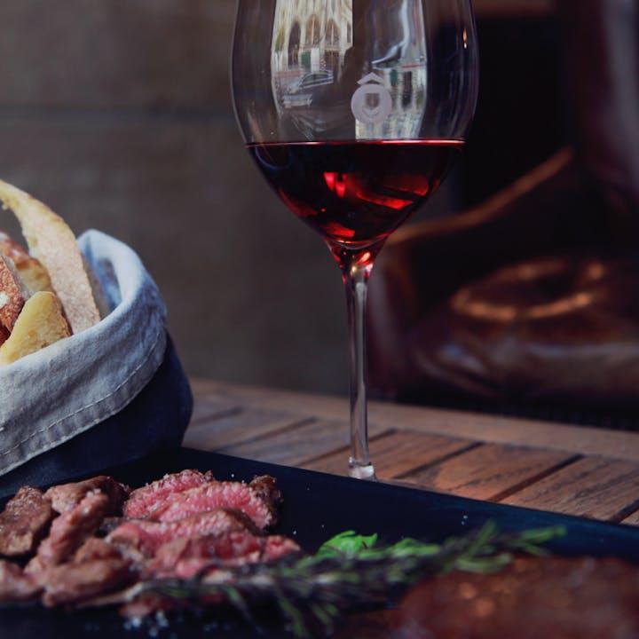 5 pièces de Bœuf et Vins d'exception à déguster chez Ô Chateau