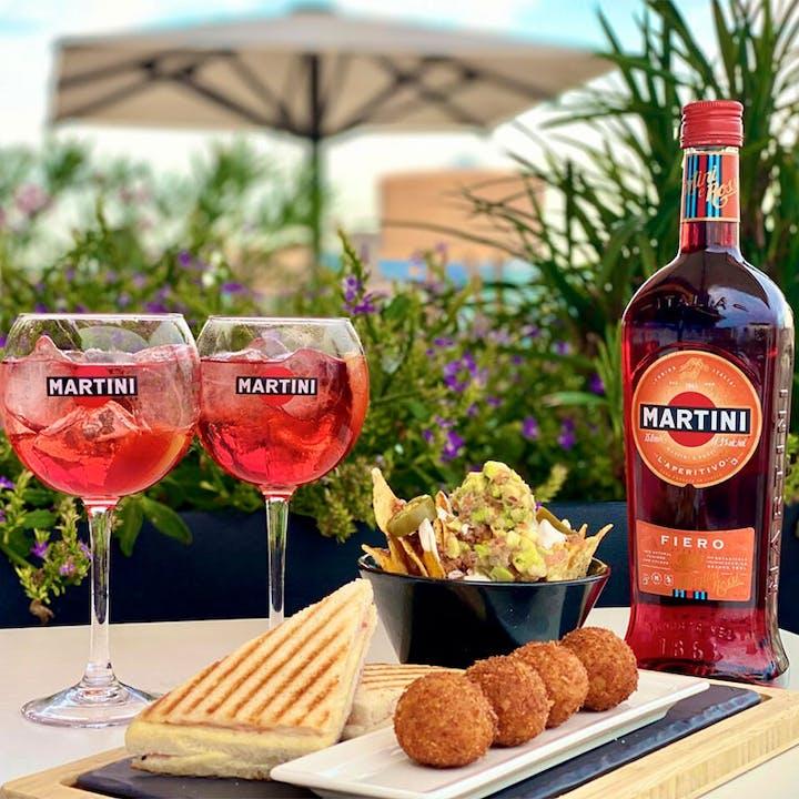 Picoteo con Martini Fiero en Hotel Negresco