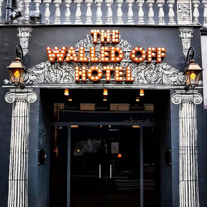 Walled Off Hôtel : Une nuit dans l'hôtel inspiré par Banksy
