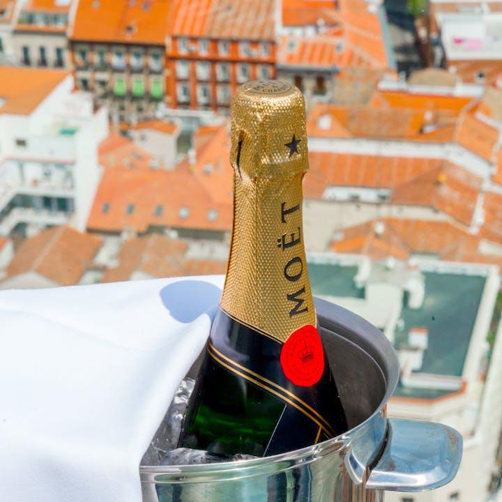 RIU Plaza España: terraza 360 rooftop bar + botella
