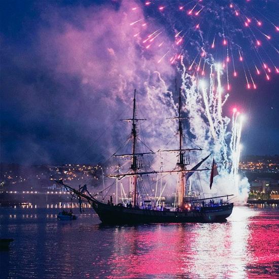 July 4th Fireworks Spectacular! Gourmet BBQ Dinner + Open Bar Cruise