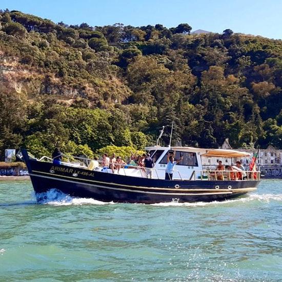 Sunset a bordo de um barco clássico dos anos 60