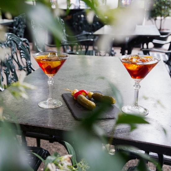Café Gijón: 2 vermuts con encurtidos artesanos