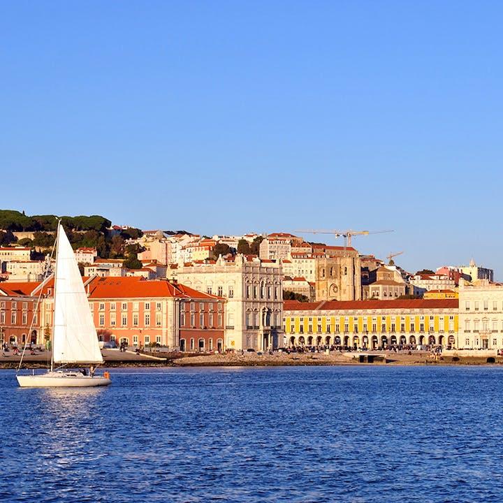 Passeio de veleiro pela Lisboa antiga ou ao pôr do sol