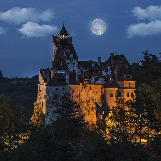 Dinner With Dracula: A Virtual Murder Mystery Clue Chase