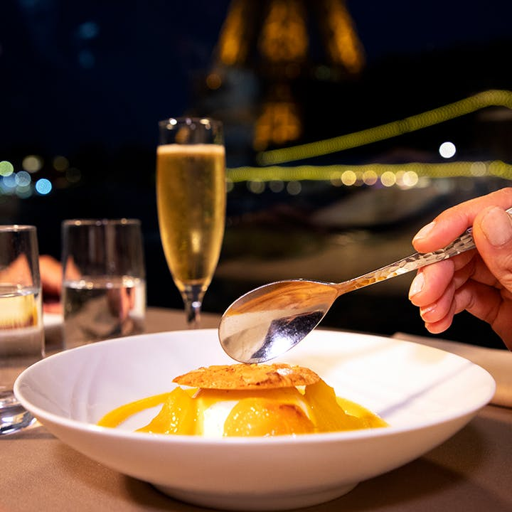 Péniche : Croisière Déjeuner à bord des Bateaux Parisiens